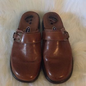 Ladies Brown Casual Shoes Slip On